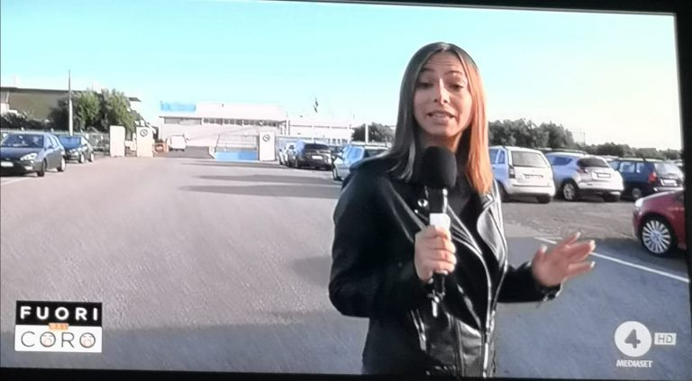 Aggredita a colpi di catena giornalista Mediaset, cronisti al servizio della verità
